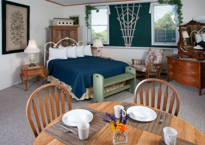 Baileys Harbor Schoolhouse Inn Garden Suite