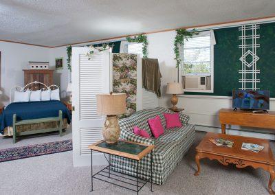 Baileys Harbor Schoolhouse Inn Garden Suite